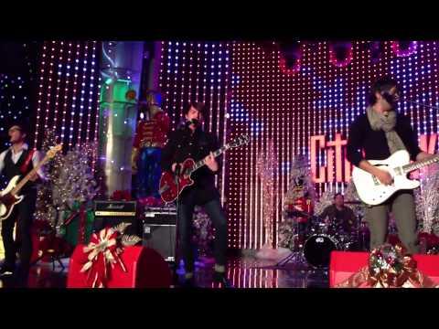 Drake Bell - Jingle Bells - City Walk