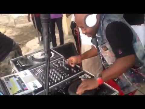 Dj Ngmix Haiti Scratch move, Live 2015