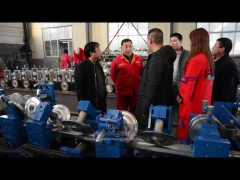 The engineer show how to use automatic C purlin machine to Singapore customer