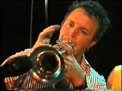De Raggende Manne 'Lullen bij de bus' in Leidsekade Live 1992 KRO