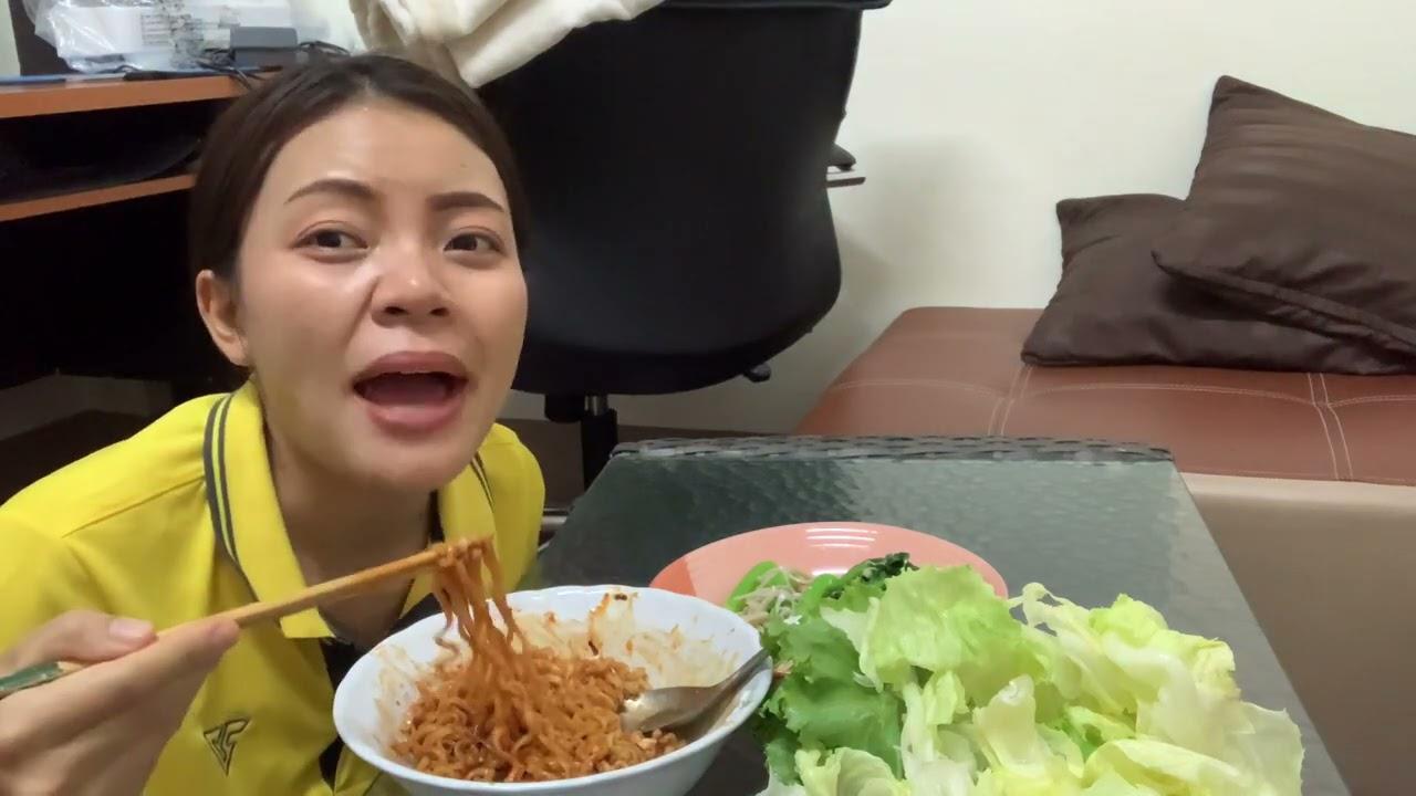 ลืมกินข้าวตั้งแต่เช้า เผื่อเสร็จภารกิจการงาน มาซดมาม่าเผ็ดเกาหลี