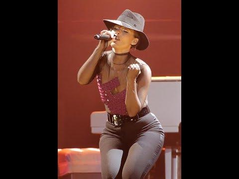 Alicia Keys NEW YORK (EXCELLENT SOLO)