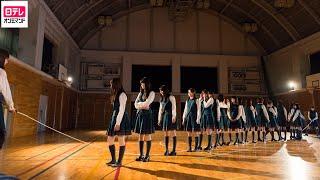 体育館に移動した生徒達はその光景に驚き、悲鳴をあげる。体育館には透...