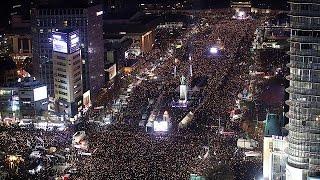 Южнокорейская оппозиция требует отставки президента Пак Кын Хе
