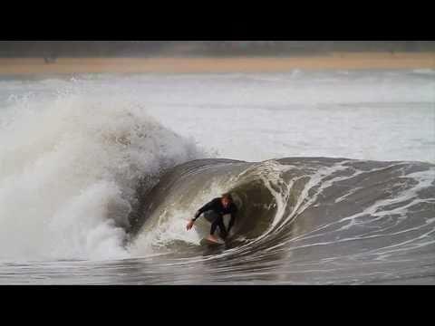 Tubo en San Lorenzo, Gijon. Surf Video.