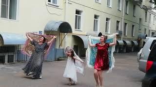 Уфа! Татарский танец под балконом!Поздравление бабушки.Смотреть до конца!