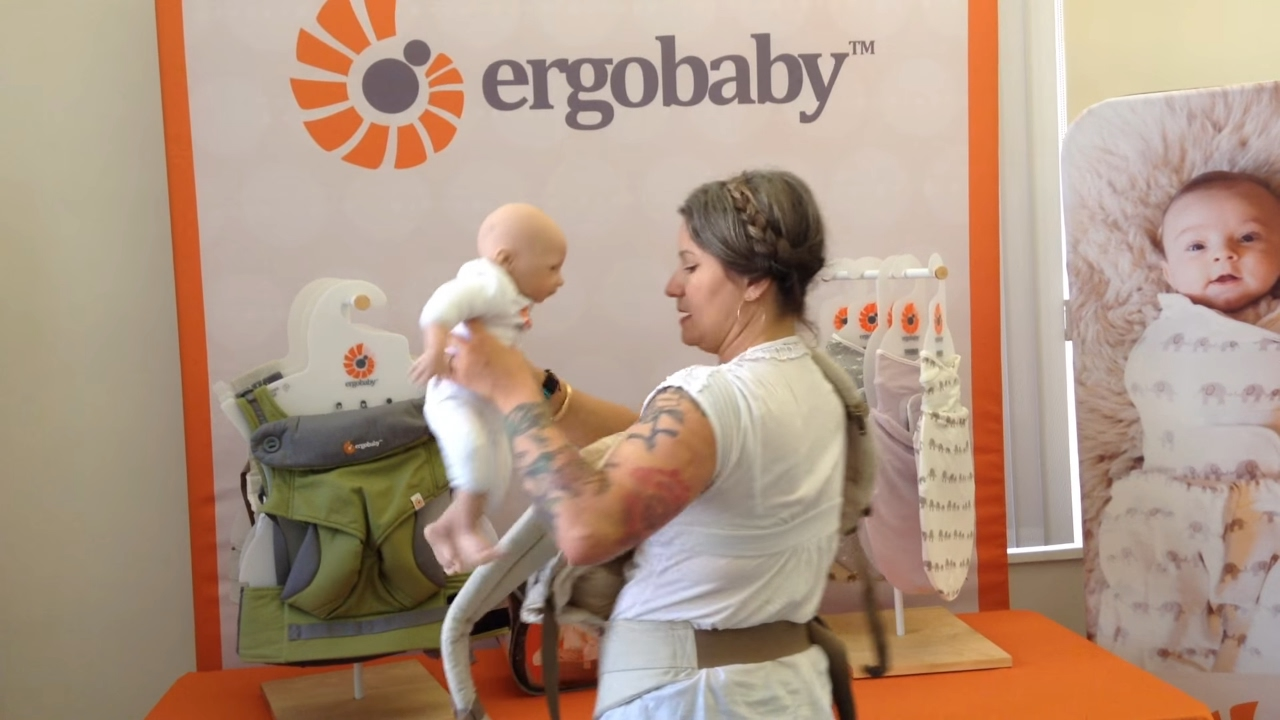 How Do I Put Baby Inside Infant Insert Ergobaby Youtube