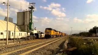 up 8835 up 5382 y kcsm 4722 con tren miscelaneo rumbo norte en leal n l