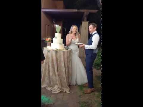 now-that's-good-wedding-cake!