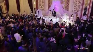 Сестра  поёт на свадьбу своего брата и играла на скрипке. Узбекистан