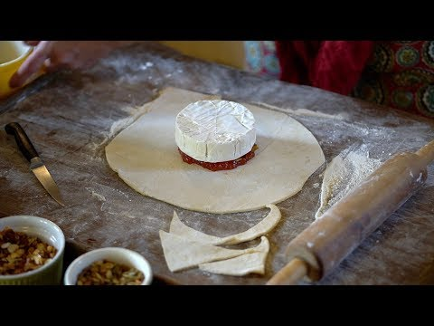 How To Make Baked Brie With Pepper Jelly