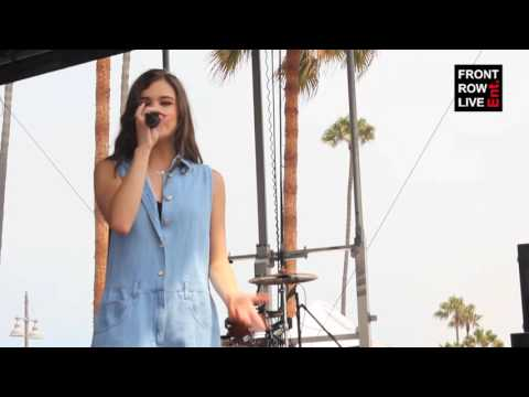 "Hailee Steinfeld Performs ""Flashlight"" in Venice Beach"