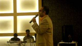 Tere Mere Beech Mein Kaisa Hai Yeh Bandhan Anjaanaa- George Shepherd in Anil Gaggars party