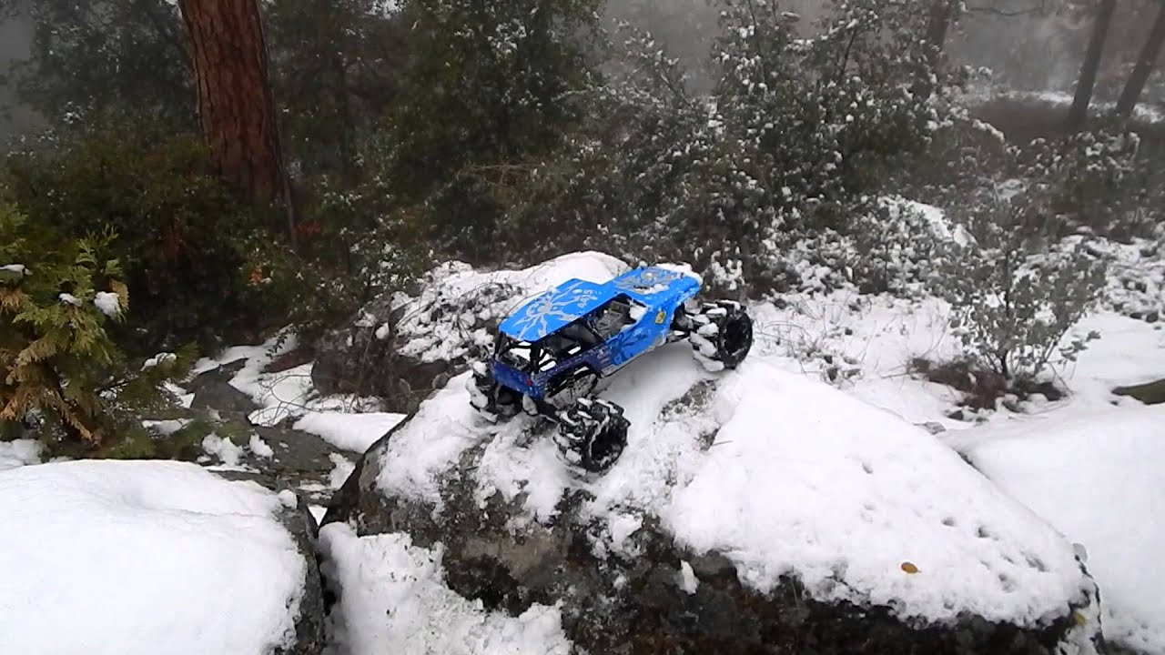Axial Wraith Playing In The Snow Youtube