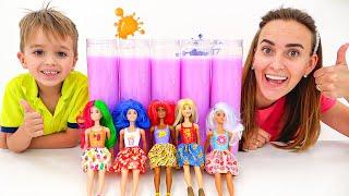 Vlad y Nikita juegan con Muñecas Barbie Color Reveal