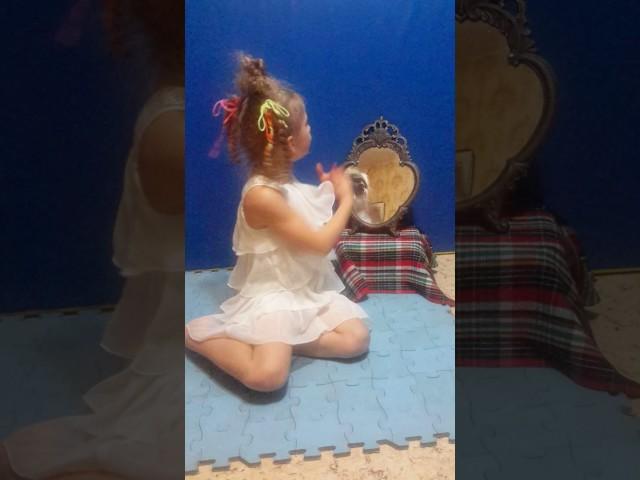Изображение предпросмотра прочтения – ЕкатеринаТихановская читает произведение «Зеркало и обезьяна» И.А.Крылова