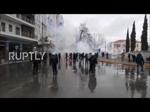 Greece: Protests end with tear gas and clashes with police in Veria