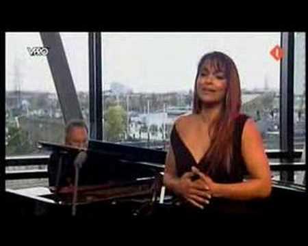 "Danielle de Niese sings ""Lascia ch'io pianga"""