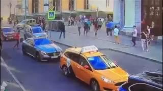 Чеченцы, угрожая ножом, ограбили таксиста азиата в Москве (2015)