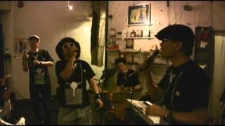 2011年10月17日、吉祥寺キチムにて行われたレキシのライブに足軽先生 (...