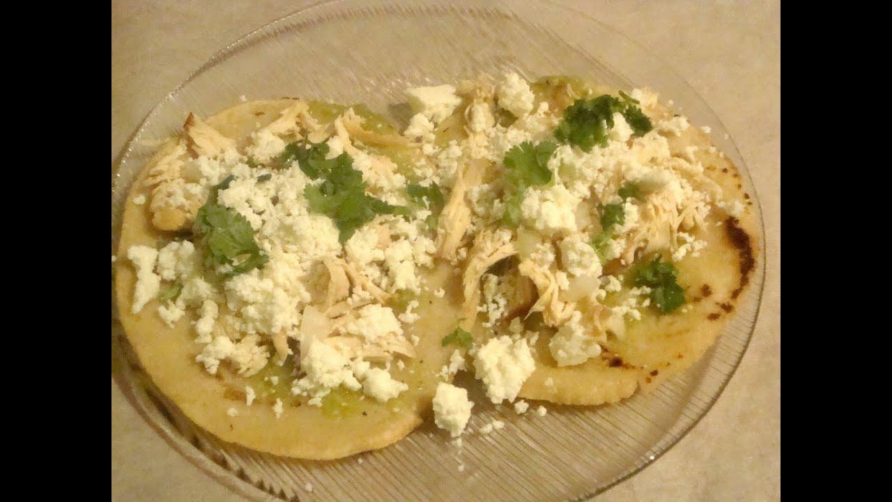 Chalupas con pollo deshebrado  Comida mexicana  La