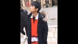 【TFBOYS - 易烊千玺】隆堡宮 在風中認真聽解說的小烊 20170513【直播遊丹麥(遊覽卡隆堡宮)】