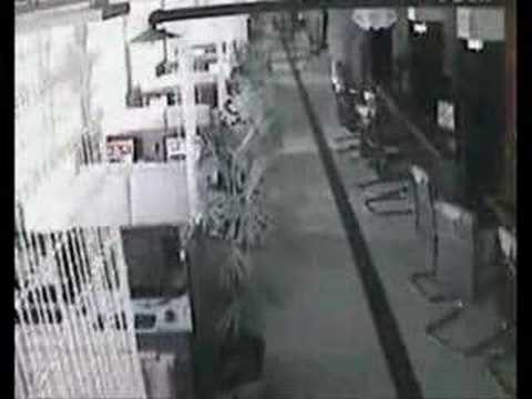 LIVE footage from netbar security cam in Sichuan earthquake!