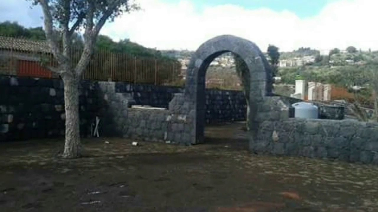Muri in pietra lavica youtube - Muretti in pietra giardino ...