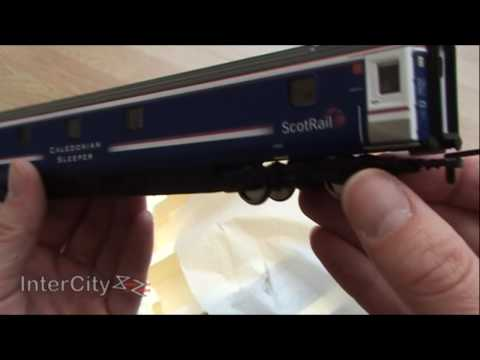 Opening the class 90 'Caledonian Sleeper' train pack by Hornby