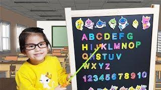 핑크퐁 칠판만 있으면 쉽게 배울수 있어요!! 서은이의 아기상어 자석칠판 알파벳 숫자 배우기 Pinkfong Baby Shark Magnetic Blackboard Toy