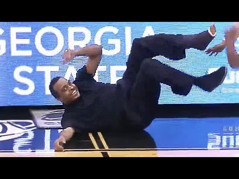Georgia State Coach Ron Hunter Falls Out of Chair After R.J. Hunter