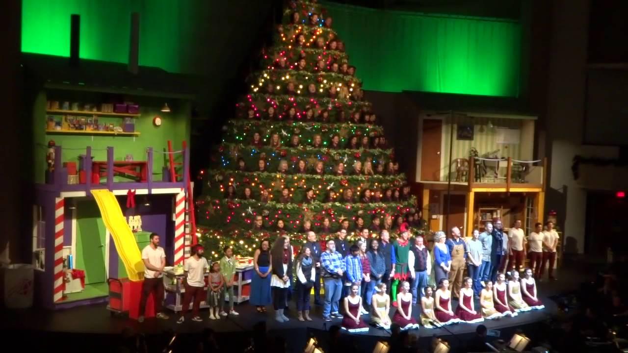 48TH SINGING CHRISTMAS TREE @ BROADWAY CHURCH WISHING A MERRY ...