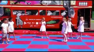 Video Big red bus performance download MP3, 3GP, MP4, WEBM, AVI, FLV Juli 2018