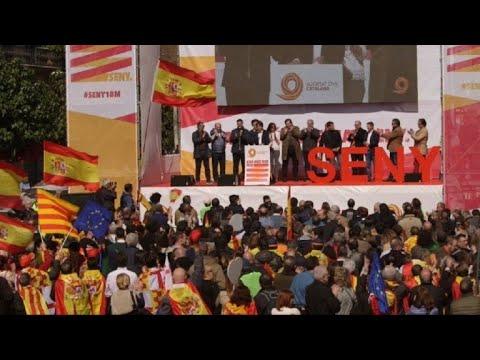 """Miles de antiindependentistas piden """"sensatez"""" en Cataluña"""