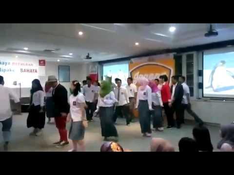tari penguin versi team admin & finance astra motor makassar dalam acara CULTURE DAY