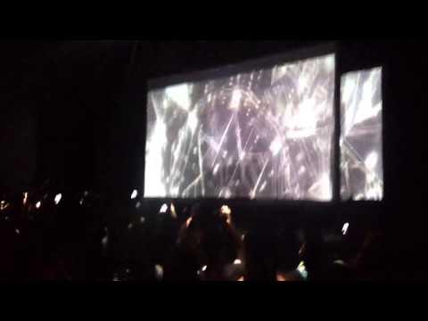 Flying Lotus - Until the quiet comes - intro @ Club Nokia L