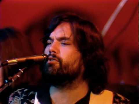 Little Feat - Dixie Chicken (with Emmylou Harris & Bonnie Raitt) Live 1977. HQ Video.