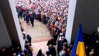 "Rivne/Ukraine. A last farewell for dead on the Maidan. Shout: ""Heroes!"""