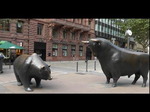 Frankfurt: Börse - Bulle und Bär friedlich vereint. Stock market - Bull and Bear together in peace