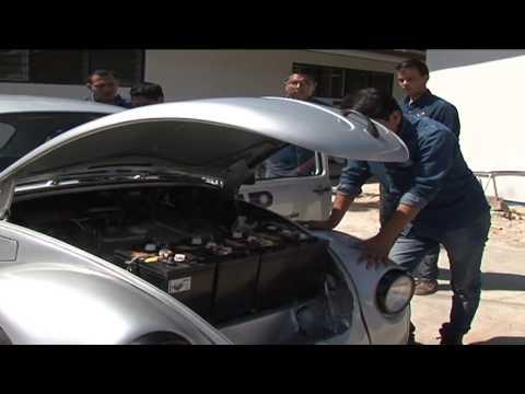 Estudiantes de la Universidad Politécnica de Chiapas crean el primer carro de conversión eléctrica