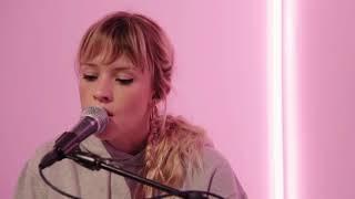 Gambar cover Angèle - Balance ton quoi ( AUDIO )