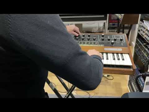 Sequential Circuits Prophet-5 Rev 3.2 - Sounds & Presets | Synth HQ DEMO & TUTORIAL