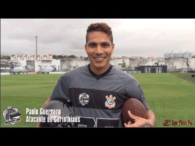 c8bb26fa78b49 Paolo Guerrero se divirtió con indumentaria de fútbol americano  VIDEO