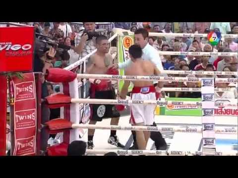 Osvaldo El Gallito Novoa vs Wanheng Menayothin 06 11 2014