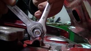 видео Снятие и установка капота на ВАЗ 2101