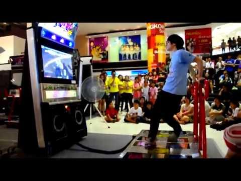 MINDBLOWING arcade dancing skills.mp4