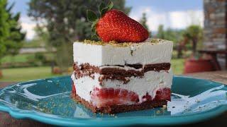 &amp - Cake with Strawberries and Yogurt