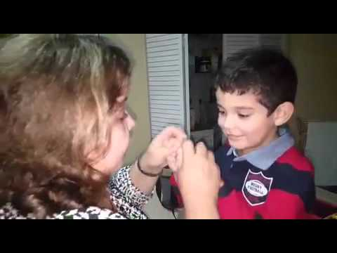 Danny and Mom cantan Bésame Mucho