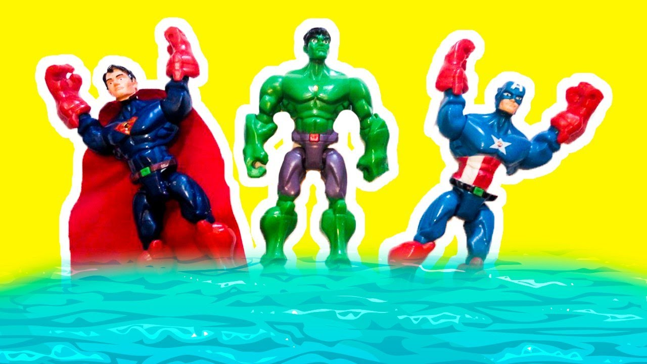 Гриша и Супергерои на Пляже в ОДЕССЕ Смыло волной! Бэтмен Супермен Капитан Америка и Халк на море