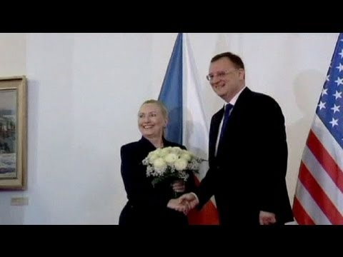 Clinton flies to Prague for trade talks